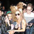 La sirène Lady Gaga à la sortie de son palace londonien, le 27 août 2013.