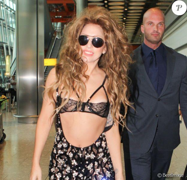 Lady Gaga vient d'atterrir à l'aéroport d'Heathrow de Londres, le 27 août 2013.