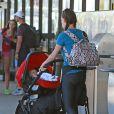 Exclusif - Ian Zierin accompagné de sa femme Erin Ludwig et de leurs filles Penna et Mia arrivent à l'aéroport de Los Angeles, le 29 août 2013.