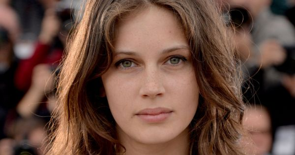 marine vacth la perle de jeune et jolie est amoureuse. Black Bedroom Furniture Sets. Home Design Ideas
