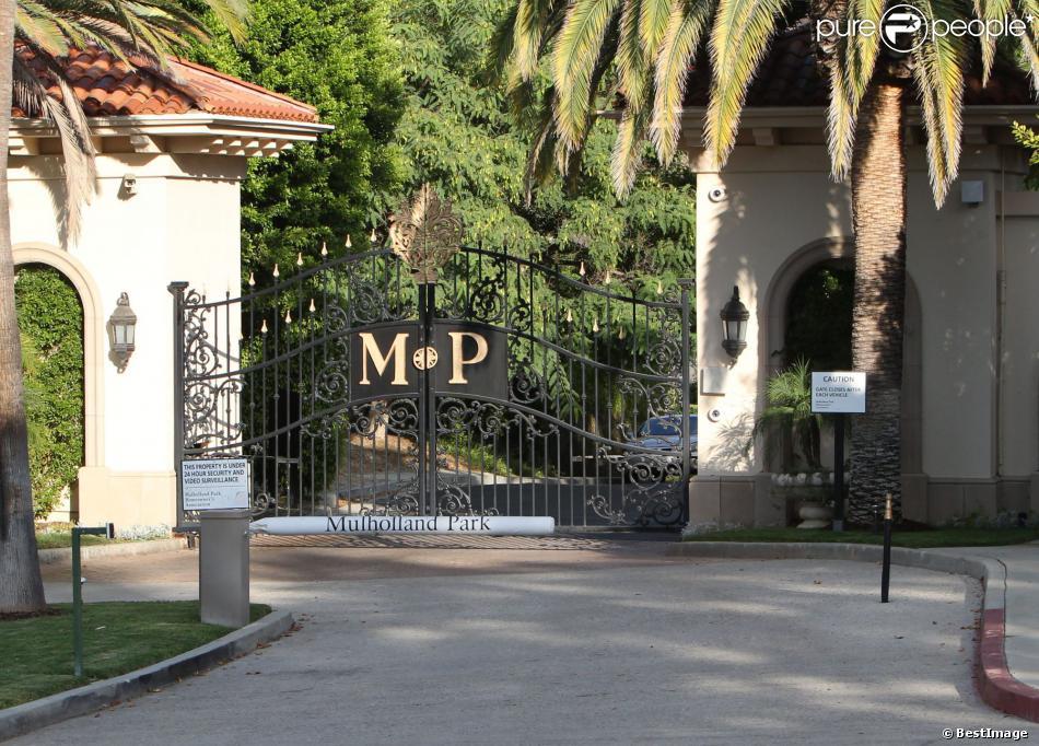 L 39 entr e de la maison de khlo kardashian et lamar odom for Maison de la famille kardashian