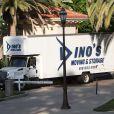 Un camion de déménagement est aperçu devant la maison de Khloé Kardashian et Lamar Odom dans le quartier de Tarzana à Los Angeles. Le 28 août 2013.