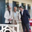 Michael Douglas inaugure sa cabine sur les planches de Deauville, avec Steven Soderbergh, le 31 août 2013.