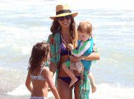 Jessica Alba, sexy en bikini à Malibu, s'éclate avec son mari et ses enfants