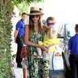 Jessica Alba se rend à la plage avec son mari Cash Warren et leurs filles Honor et Haven, le 1er septembre 2013.