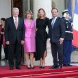 Joachim Gauck, président de l'Allemagne, sa compagne Daniela Schadt, François Hollande et Valérie Trierweiler lors d'un dîiner d'Etat à l'Elysée le 3 septembre 2013.