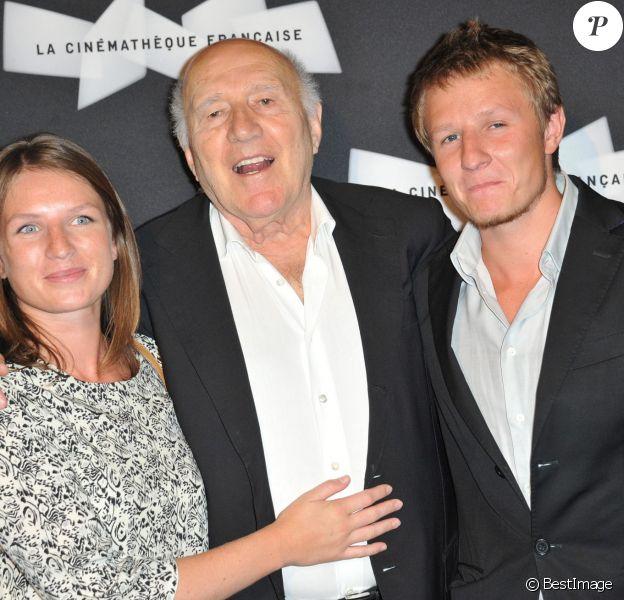 Michel Piccoli radieux avec ses enfants Missia et Inord à l'ouverture de la rétrospective Michel Piccoli à la Cinémathèque à Paris le 4 septembre 2013.
