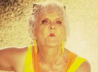 Lucienne, la star de 80 ans du Petit Journal, en plein car wash sexy
