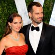 Natalie Portman et son mari Benjamin Millepied, ici lors de la Vanity Fair Oscar Party 2012, vont s'installer en France à l'automne 2014.
