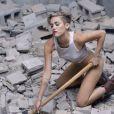 Miley Cyrus dans le clip de son single Wrecking Ball.