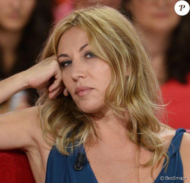 """Mathilde Seigner lors de l'enregistrement de l'émission """"Vivement Dimanche"""" à Paris le 4 septembre, diffusée le 8 septembre"""