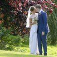Le rappeur Stephen Paul Manderson (connu sous le nom de Professor Green) s'est mariée avec sa fiancée Millie Mackintosh à Babington House dans le Somerset, le 10 septembre 2013.