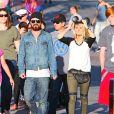 Exclusif - Aaron Paul et son épouse Lauren Parsekian s'amusent à Disneyland. Le 17 septembre 2013 en Californie.