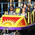 Exclusif - Aaron Paul et sa femme Lauren Parsekian s'amusent à Disneyland. Le 17 septembre 2013 en Californie. Ils s'apprêtent à vivre de fortes émotions dans un grand huit.