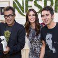Paz Vega, nouvelle ambassadrice Nespresso, à Madrid le 19 septembre 2013, avec les humoristes Andreu Buenafuente et Berto Romero