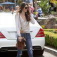 Kendall Jenner et sa soeur Kylie déjeunent avec des amies à Calabasas, le 20 septembre 2013.