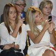 Pauline Ducruet admire avec concentration les silhouettes du défilé Alexis Mabille le 25/09/13