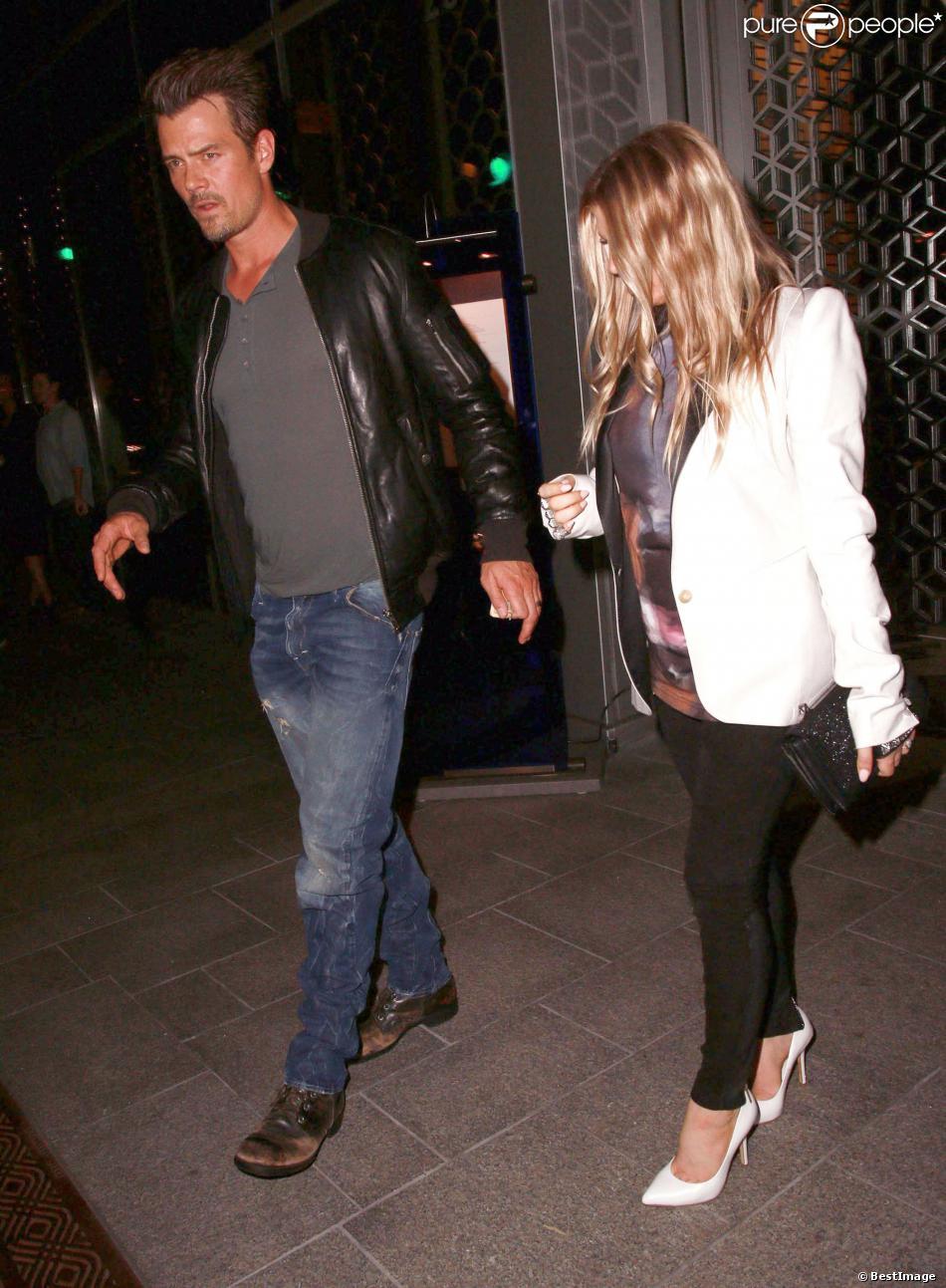 Les jeunes parents Fergie et Josh Duhamel vont dîner au restaurant à Beverly Hills, le 25 septembre 2013.