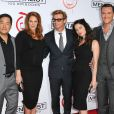 Owain Yeoman (à droite) avec l'équipe du Mentalist (Tim Kang, Amanda Righetti, Simon Baker, Robin Tunney) le 13 octobre 2012 lors de la soirée célébrant le 100e épisode de la série  Mentalist , à Los Angeles.