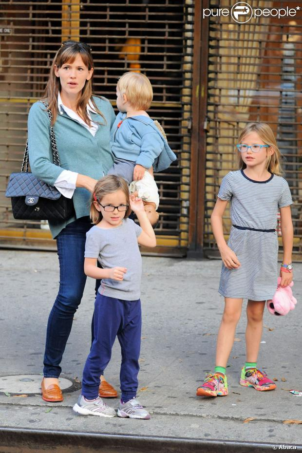 jennifer garner super maman seule new york avec ses enfants elle assure. Black Bedroom Furniture Sets. Home Design Ideas