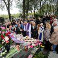 À l'occasion du 50e anniversaire de la disparition d'Édith Piaf, toute une série de célébrations avaient lieu à Paris, le 10 Octobre 2013. Après un recueillement sur la tombe de la chanteuse au cimetière du Père Lachaise, une messe a été célébrée en l'eglise St Jean-Baptiste de Belleville. On pouvait voir le compositeur Charles Dumont au milieu de la foule.