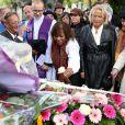 À l'occasion du 50e anniversaire de la disparition d'Édith Piaf, toute une série de célébrations avaient lieu à Paris, le 10 Octobre 2013. Après un recueillement sur la tombe de la chanteuse au cimetière du Père Lachaise, une messe a été célébrée en l'eglise St Jean-Baptiste de Belleville.