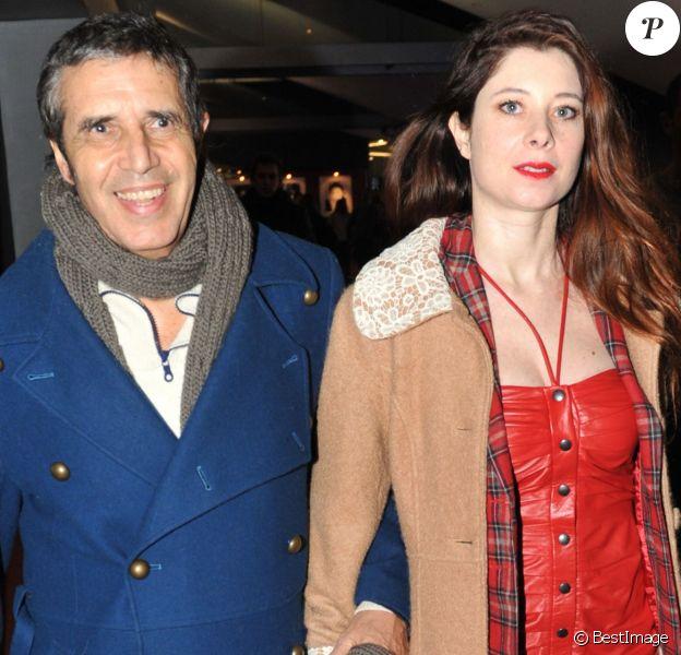 Julien Clerc et sa femme Hélène Grémillon arrivent à la première de Arrêtez-moi à Paris le 6 février 2013