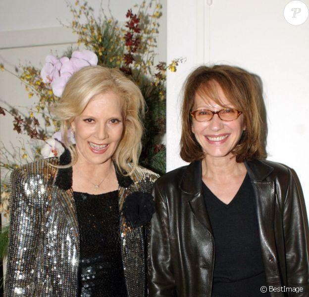 Nathalie Baye et Sylvie Vartan à Paris au palais des congrès le 10 octobre 2004