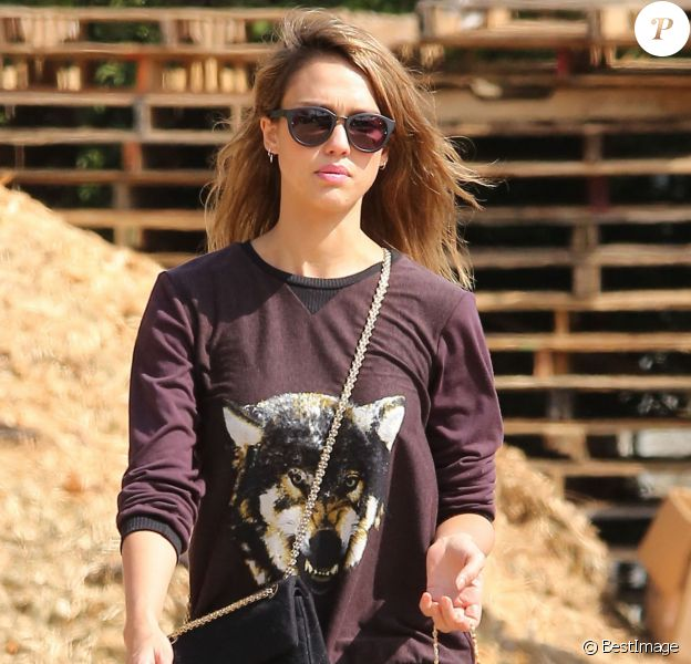 Jessica Alba et sa fille Honor passent la journée au Mr Bones Pumpkin Patch à West Hollywood, le 13 octobre 2013.