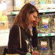 Jessica Alba fait des courses au supermarché à West Hollywood, le 13 octobre 2013.
