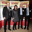 Anne Hidalgo entourée des Présidents de Fédérations des Artisans Bouchers d'Ile de France lors de la 2ème édition du Pot-au-feu des célébrités au restaurant le Louchebem, organisée par les Fédérations des Artisans Bouchers d'Ile-de-France à Paris le 17 octobre 2013