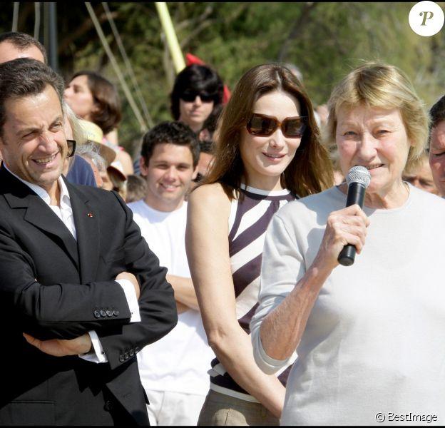 Nicolas Sarkozy, Carla Bruni-Sarkozy et Marisa Bruni-Tedeschi à Cavalière, le 13 avril 2009.