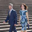 La princesse Mary et le prince Frederik devant l'Opéra de Sydney, dont ils sont venus célébrer le 40e anniversaire, dès leur arrivée en Australie le 24 octobre 2013 pour une visite officielle de quatre jours.