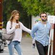 Alessandra Ambrosio et son compagnon Jamie Mazur emmènent leur fils Noah déjeuner à Brentwood. Le 23 octobre 2013
