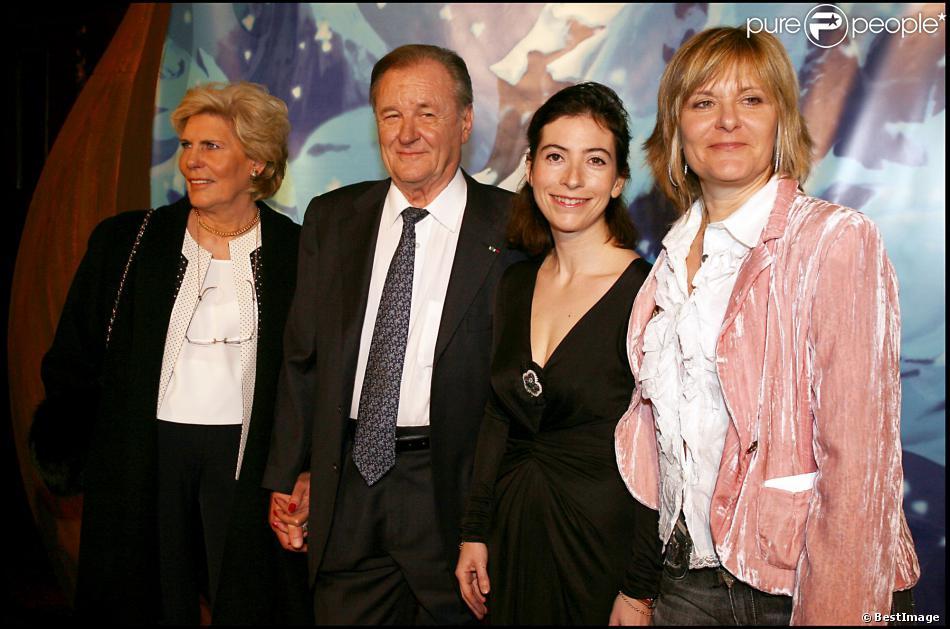 Albert Uderzo, sa femme, Anne Goscinny et Sylvie Uderzo, lors de l'avant-première du film Astérix et les Vikings, le 31 mars 2006 à Paris