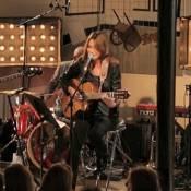 Carla Bruni : À fleur de peau pour un concert intime avant sa grande tournée