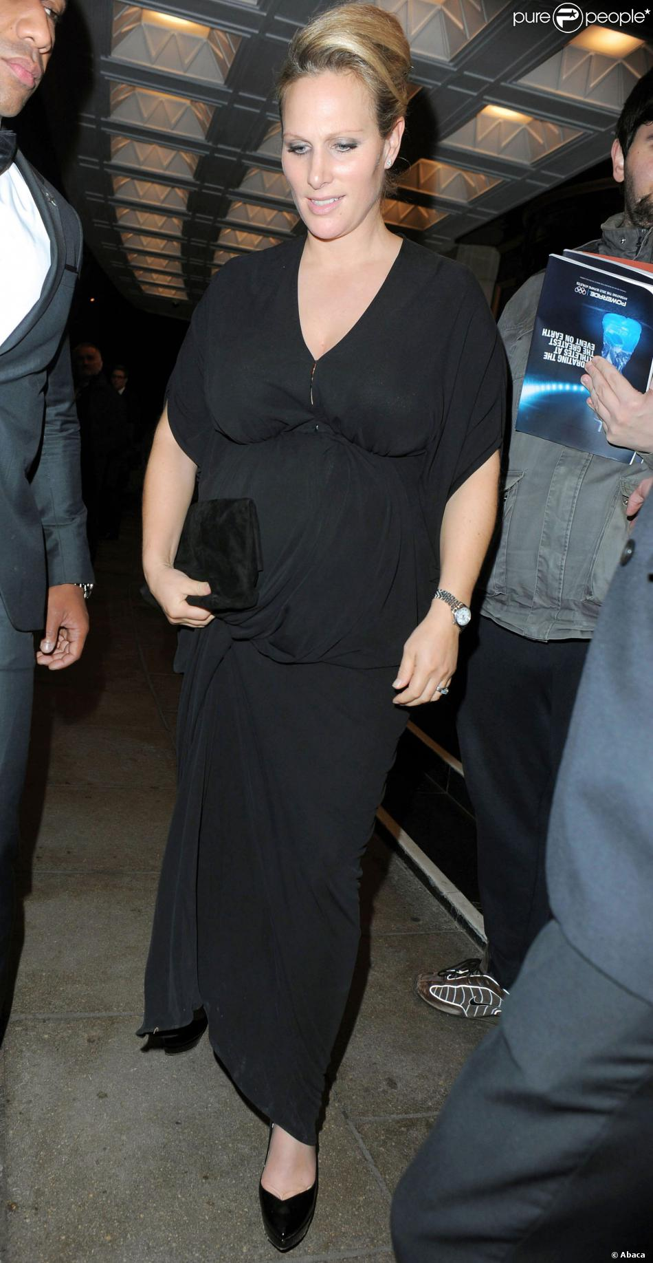 Zara Phillips, enceinte, au Dorchester Hotel de Londres le 30 octobre 2013 pour le gala British Olympic Ball.