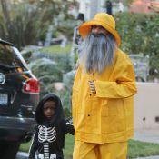 Sandra Bullock : Avec son fils Louis déguisé, elle va à la pêche aux bonbons