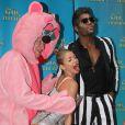 Kelly Ripa et Michael Strahan vêtus en Miley Cyrus et Robin Thicke pour Halloween à New York, le 31 octobre 2013.