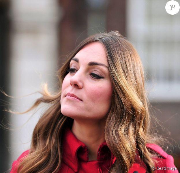 """Kate Middleton de sortie à Londres à l'occasion du """"London Poppy Day"""" à Londres. Le 7 novembre 2013."""