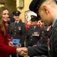 """Kate Middleton rencontre les militaires et les bénévoles du """"London Poppy Day"""" à Londres. Le 7 novembre 2013."""