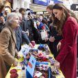 """Kate Middleton, duchesse de Cambridge rencontre les militaires et les bénévoles du """"London Poppy Day"""" à Londres. Le 7 novembre 2013."""
