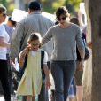 Jennifer Garner va chercher sa fille Violet à l'école, le 7 novembre 2013.