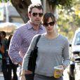 Ben Affleck et Jennifer Garner s'arrêtent au Starbucks de Santa Monica avant d'aller chercher leur fille Violet à l'école. Santa Monica, le 7 novembre 2013.