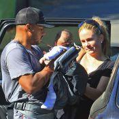 Donald Faison (Scrubs) : Sortie avec son bébé Rocco contre son coeur et sa femme