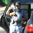 Donald Faison, sa femme CaCee Cobb et leur petit garçon Rocco lors d'une petite marche au parc de Runyon Canyon à Hollywood, le 9 novembre 2013