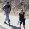 Donald Faison, sa femme CaCee Cobb et leur petit garçon Rocco lors d'une excursion au parc de Runyon Canyon à Hollywood, le 9 novembre 2013