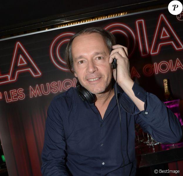 Jean-Michel Maire mixe à la Gioia pour le And Friends Exclusive DJ set, à Paris le 13 novembre 2013.