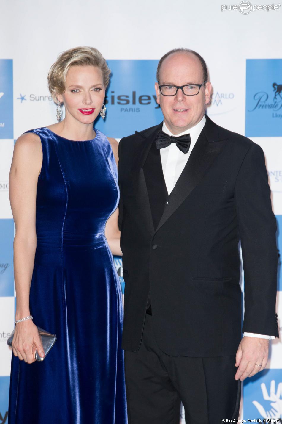 La princesse Charlene de Monaco et son mari le prince Albert II de Monaco au Diner de gala annuel de charité MONAA (Monaco Against Autism) au Sporting Club de Monaco. Le 15 Novembre 2013.