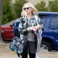 La chanteuse Gwen Stefani (enceinte) assiste au match de football de son fils Kingston à Los Angeles le 16 novembre 2013.